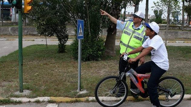 Antalyada çocuklara bisiklet ehliyeti