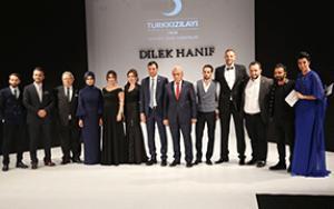 Dilek Haniften Türk Kızılayı yararına defile