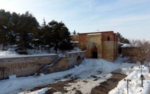 Karlar altındaki Eshab-ı Kehf büyülüyor