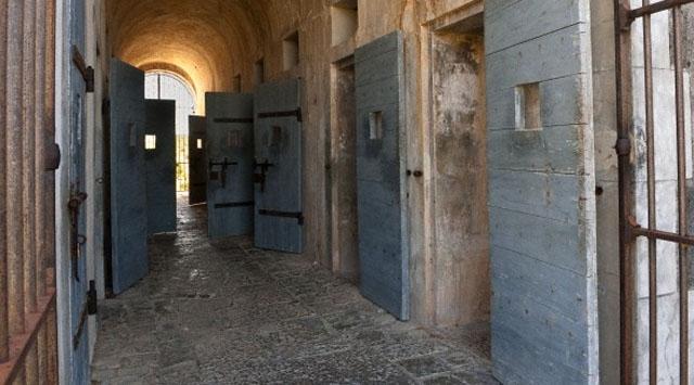 200 mahkum firar etti