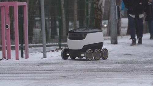 Kurye robot sokaklarda dolaşıyor