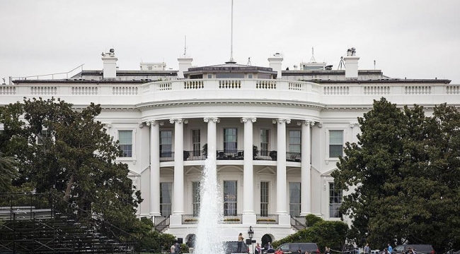 Beyaz Sarayın tek başörtülü çalışanı istifa etti