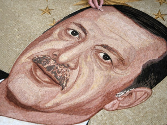 Cumhurbaşkanının mozaikten portresini yaptı