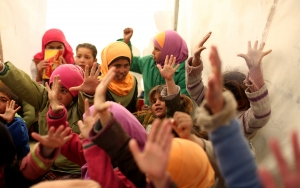 Esed rejiminin okulsuz bıraktığı çocuklara çadırda eğitim