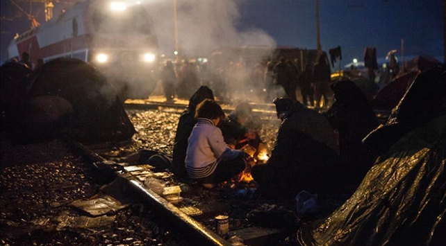 Yunanistan sığınmacıları Atinaya taşıyor