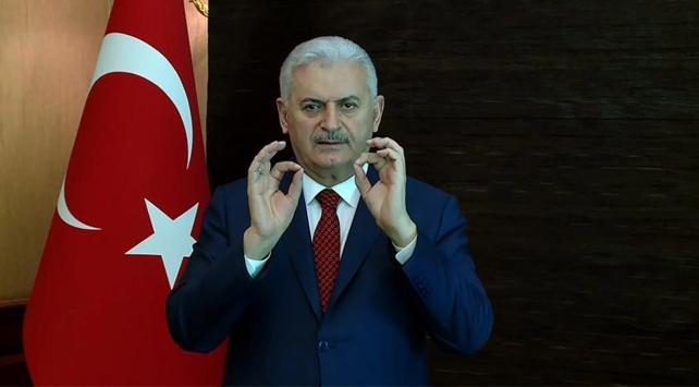 Başbakan Yıldırımdan işaret diliyle evete davet