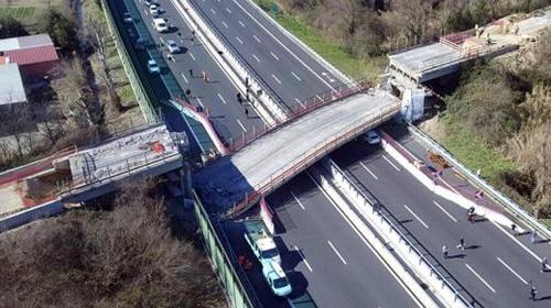 İtalyada köprü faciası! İşte o anlar...