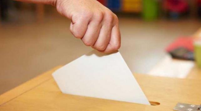 Kuzey Makedonyada halk erken genel seçim için sandık başında