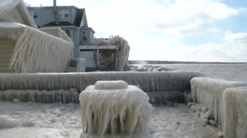 ABD'de buz fırtınası hayatı felç etti