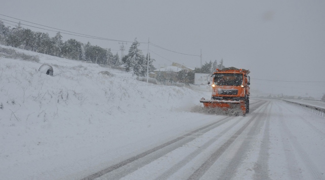 Kar ve tipi nedeniyle 480 yol ulaşıma kapandı