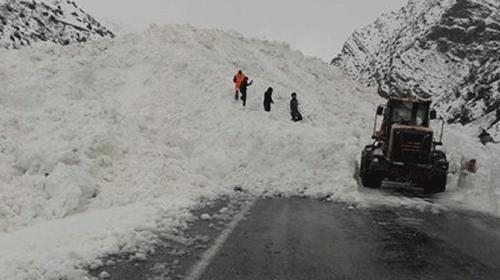 Van-Çatak yoluna çığ böyle düştü