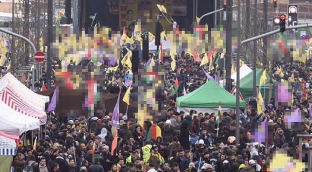 3-5 tane teröristin Frankfurtta bayrak açmasıyla misilleme yapamazsınız