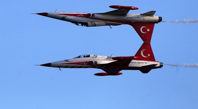 Türk Yıdızları Çanakkale semalarında yükseldi