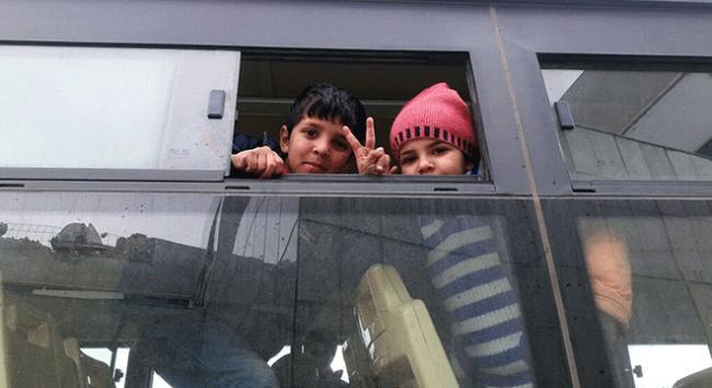 Humustan tahliye edilen Suriyelileri İHH karşıladı