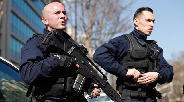 Pariste bomba paniği: Savcılık binası tahliye edildi