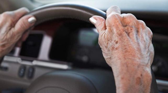 """Yaşlı sürücülere """"ehliyeti ver indirimli al"""" kampanyası"""