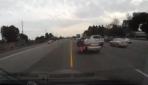 Motosiklet ve sürücüsü metrelerce sürüklendi