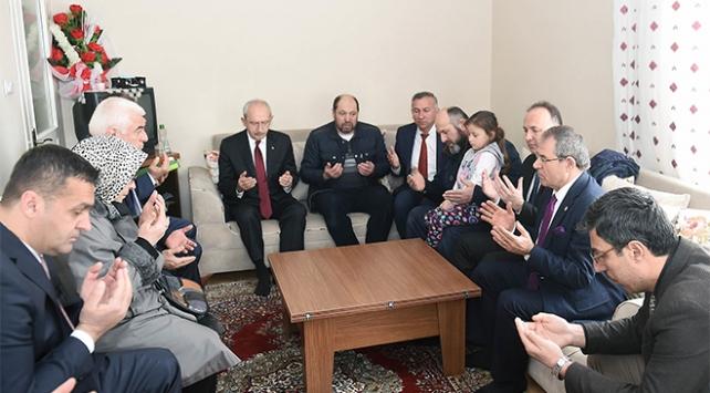 Kılıçdaroğlundan şehit ailesine ziyaret