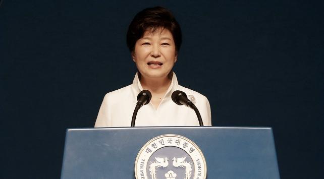 Güney Korenin azledilen devlet başkanı Park sorgulanıyor