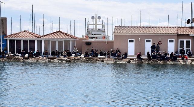 İzmirde 46 kaçak göçmen yakalandı