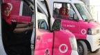 Pakistanda kadınlara özel pembe taksi