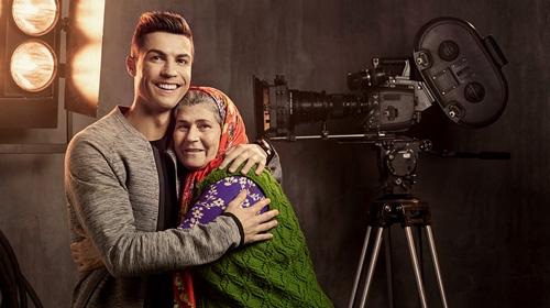 Ümmiye teyze, Ronaldo ile oynadığı reklamı anlattı