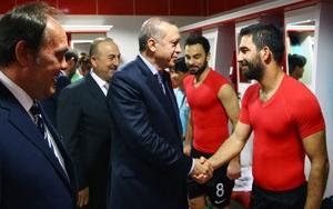 Cumhurbaşkanı Erdoğan Millilere moral verdi
