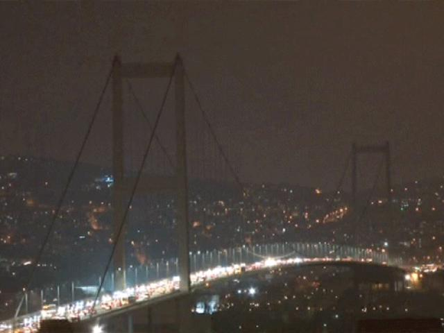 İstanbulun anıtsal yapıları Dünya Saati etkinliğinde karanlığa büründü