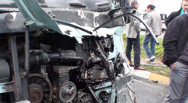 Adanada feci kaza! Dolmuşla minibüs çarpıştı