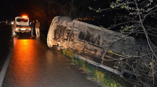 Manisada işçileri taşıyan minibüs devrildi: 11 yaralı