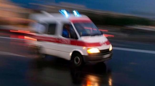 Kamyonun çarptığı yolcu otobüsü şarampole düştü