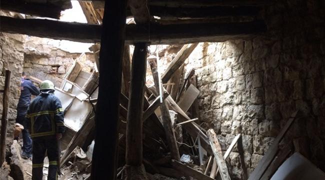 Tadilat yapılan evin çatısı yıkıldı: 1 ölü, 2 yaralı