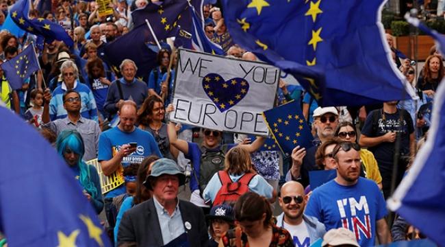Brexitin başlatılması Londrada protesto edildi