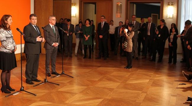 Alman bakanlardan Türk kökenli milletvekillerine övgü