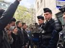 Çinli göçmenlerin Paris polisine öfkesi sürüyor