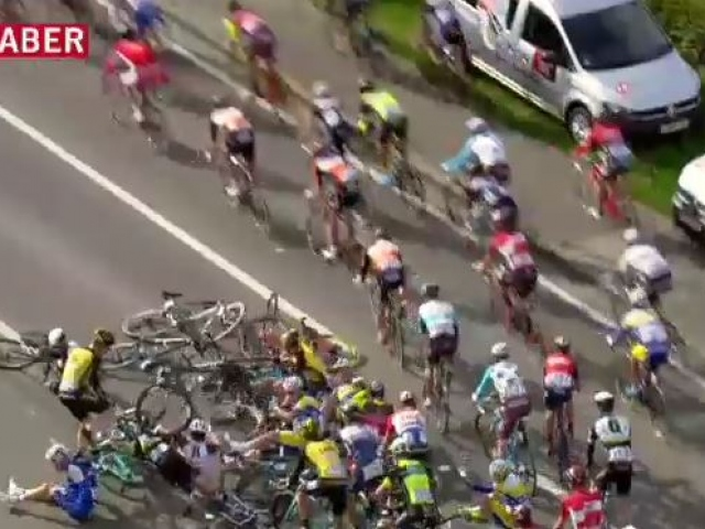 Ondan fazla bisiklet birbirine girdi