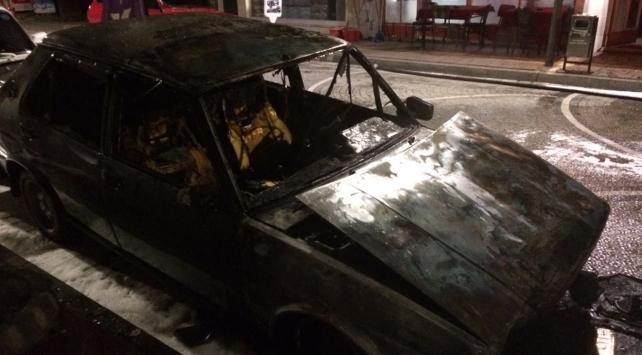 Parasını ödeyemediği aracı benzin dökerek yaktı