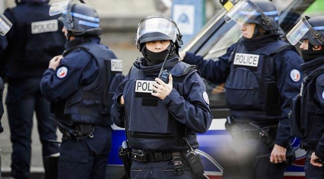 Fransız polisi elektrikli testereli palyaço arıyor