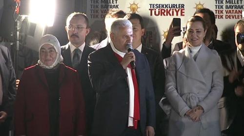 Başbakan Yıldırım'dan halkoylaması sonrası balkon konuşması
