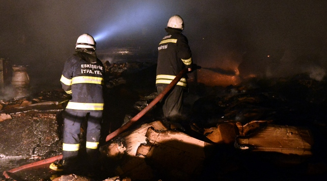 Eskişehirde kağıt fabrikasında yangın