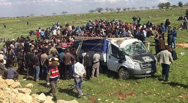 Şanlıurfada devrilen kamyonette 4 kişi can verdi