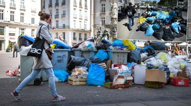 Fransada caddelerde 500 bin ton çöp birikti