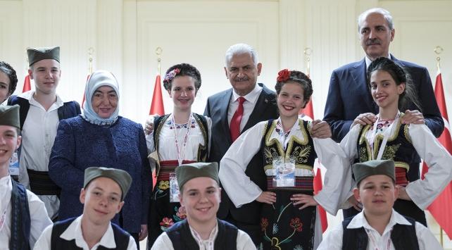 Başbakan Yıldırım dünya çocuklarını ağırladı
