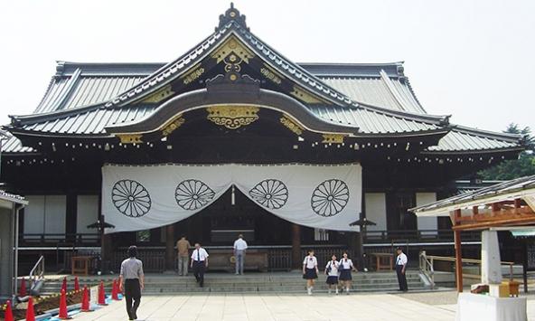 Japonya Başbakanı Abeden tartışmalı tapınağa adak 91