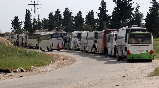 Suriyedeki 3 bin 700 kişi kuşatma bölgelerinden çıkarıldı