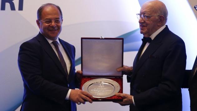 Sağlık Bakanı Recep Akdağa onur ödülü