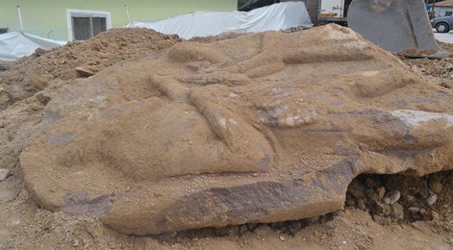 2 bin 700 yıllık stel ele geçirildi