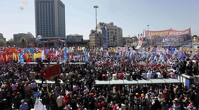"""DİSK de 1 Mayıs için """"Taksim"""" dedi"""