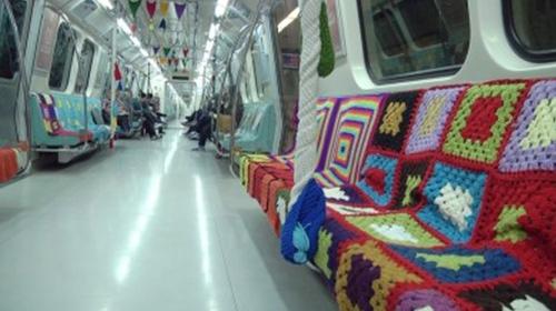 İstanbul metrosundan annelere hediye