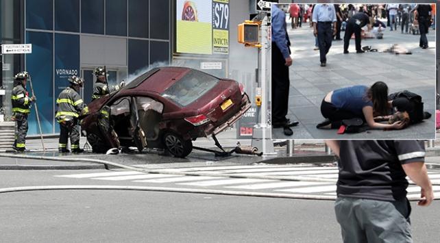 New Yorkta araç yayalara çarptı: Ölü ve yaralılar var
